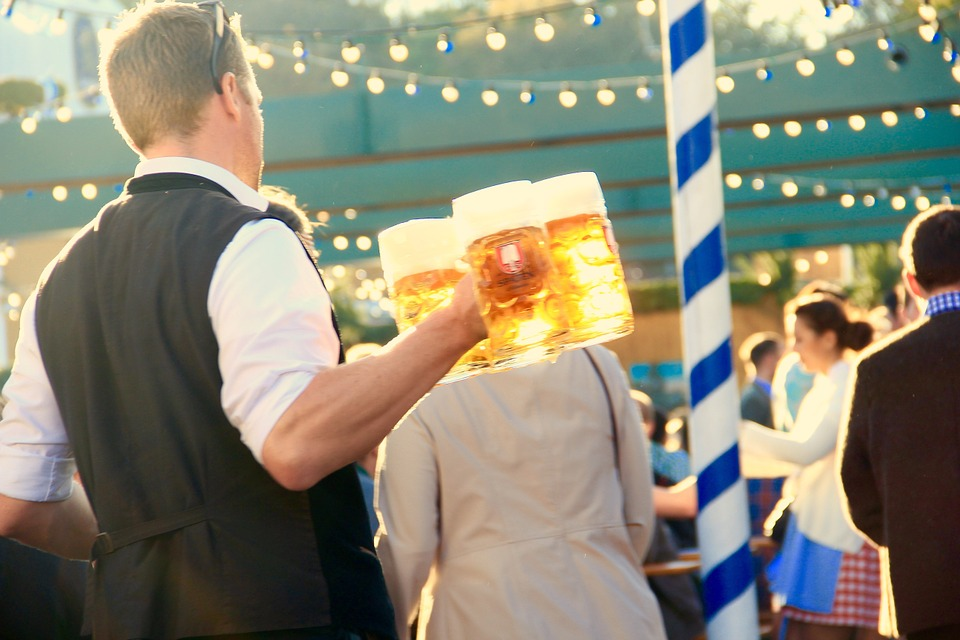 How to do Oktoberfest in Dallas by attending the Addison Oktoberfest #DallasTX #Oktoberfest